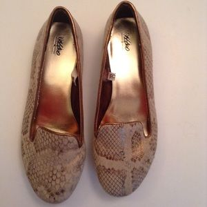 Mossimo gold and tan flats